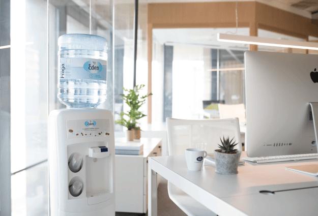 kildevandskøler til kontor